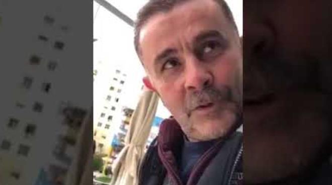 """I lash vetëm brekët, """"Jam Nana"""" godet sërish: Ma bane mishin kokërr, s'e kam le s'kam provu (Video)"""