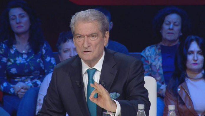 Qeshni! Berisha të shkrinë gazit edhe Çanin me fantazit e tij: Rama nuk do kandidojë në Durres, se u tremb ngaqë aty do kandidoi Basha