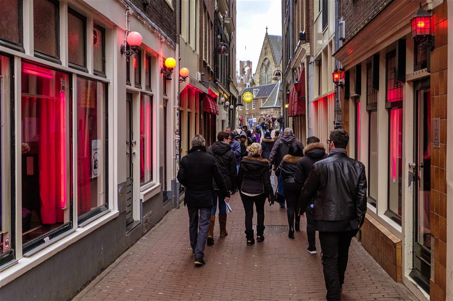 P.rostitucioni në Hollandë: Çfarë ndodh vërtet në shtetin e v.eseve  dhe p.erversve!