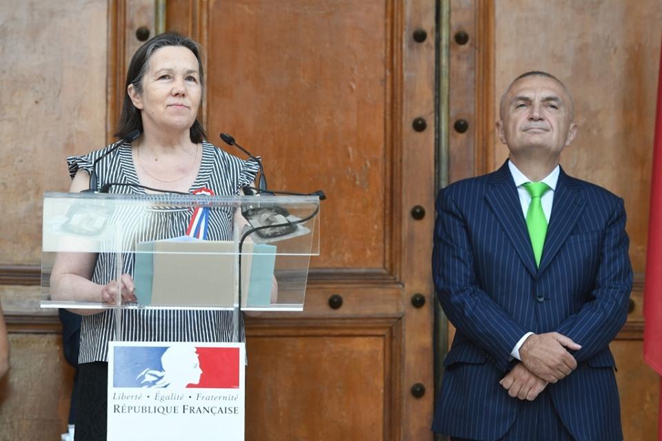 """Ambasadorja e Francës """"kryqëzon"""" Metën: """"Venecia"""" mund të ndërhyjë sërish për krizën! Nuk njoh ndonjë vagabond mes nesh"""