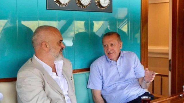 Rama, presion psikologjik Athinës para vizitës?! Publikon foton e veçantë me Erdoganin në rezidencën e tij verore: Me mikun e çmuar!