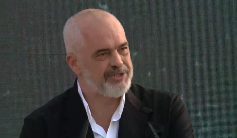 Edi Rama nuk i ndahet Vlorës: Jam deputeti juaj, mos dëgjoni thashethemet, tani radhën e ka aeroporti! Më ikën mendja kur thonë dil shiko realitetin