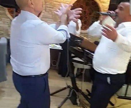 VIDEO+ FOTO/ Ilir Meta shfaqet i dehur në Kamëz duke kërcyer me ish të dënuarin për vrasje