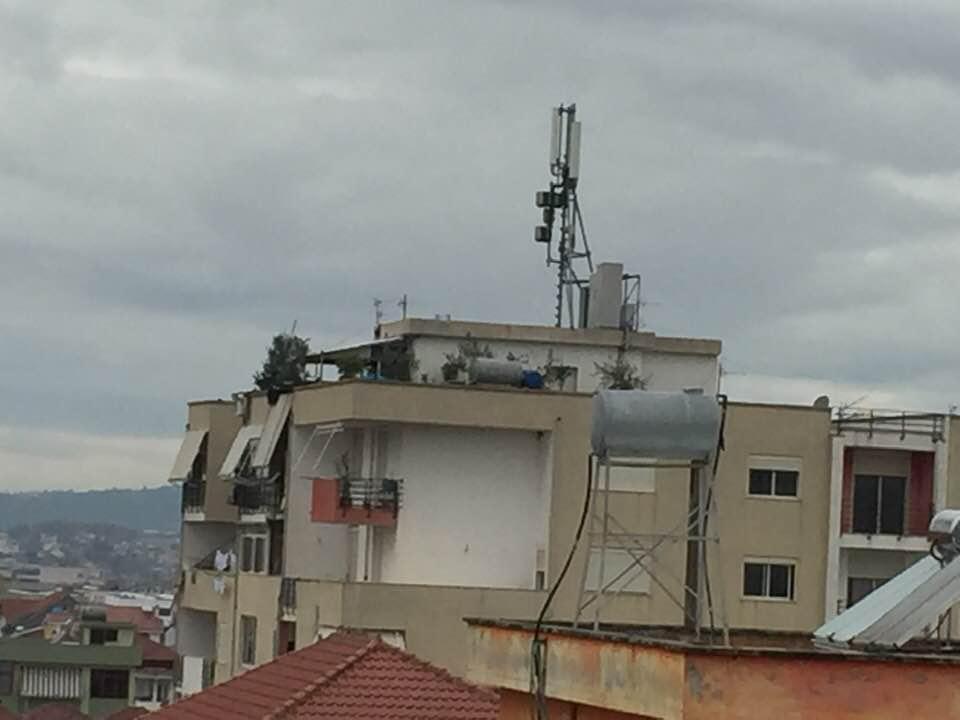 Shqiptarët i kanë antenat mbi çati… Kosova do të ndalojë përdorimin e pajisjeve 5G