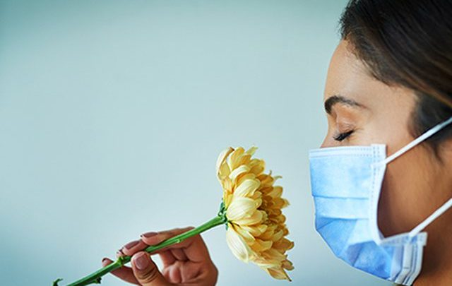 Humbja e shijes dhe nuhatjes që të shkakton Covid-19 është ndryshe nga ajo e gripit, si ti dalloni në kushte shtëpie
