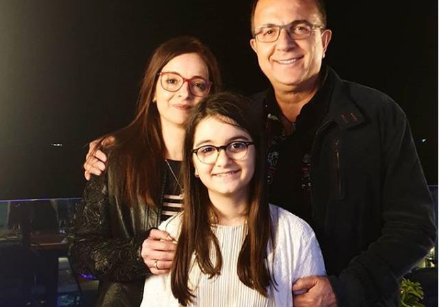 U kërkonin para miqve të familjes, zbardhet skema si u kryen 3 mashtrime në një muaj e gjysmë në emër të Ardit Gjebreas dhe bashkëshortes së tij