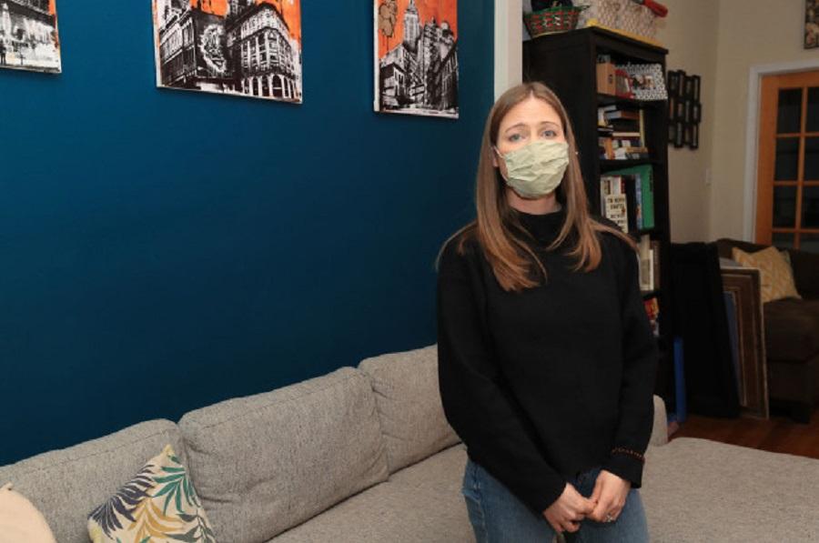 Kamarierja refuzoi vaksinën e Covid pasi po përpiqej për fëmijë, pronari e pushon nga puna