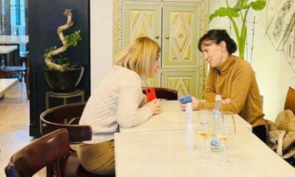 Monika firmos me Bashën marrëveshjen në tavolinë!