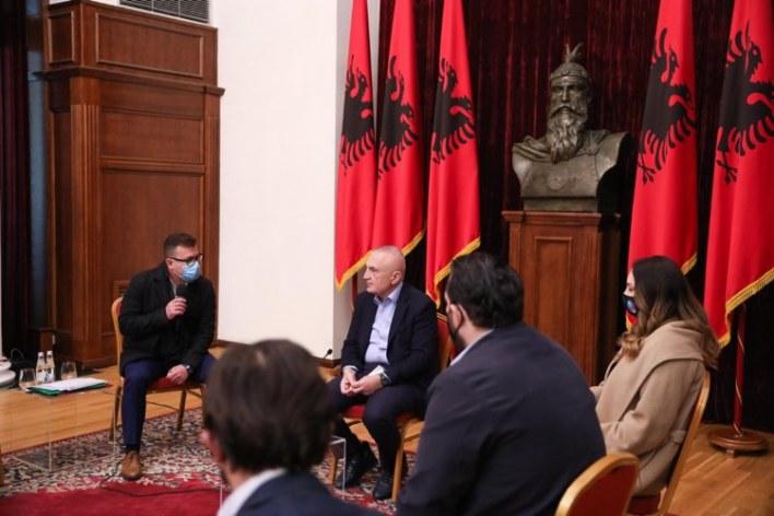 Sot pezulluan punën në Rinas, foto nga takimi i kontrollorëve të AlbControl me presidentin Meta pak ditë më parë